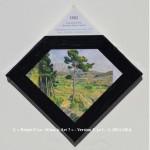 «E'ye: What is art?» I – 1. 13. 2013 - 2014. Photographie argentique de 13 x 17 cm. Découpé et marouflé sur une toile de 20 x 20 cm. Bords en format de diamant noir. Cartel : 1882-85. Paul CEZANNE. La Montagne Sainte-Victoire vue de Bellevue. Huile sur toile. 65.5 x 81.7 cm. Metropolitan Museum of Art, New York, USA. Photo: Aavindraa / wikimedia commons «E'ye: What is art?» I – 1. 13. 2013 - 2014. Analog photography of 5.1 x 6.7 in. Cut and maroufled on a canvas of 7.9 x 7.9 in. Edges in format of diamond, black color. Cartel : 1882-85. Paul CEZANNE. Montagne Sainte-Victoire seen from Bellevue. Oil on canvas. 65.5 x 81.7 cm. Metropolitan Museum of Art, New York, USA. Photo: Aavindraa / wikimedia commons.