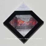«E'ye: What is art?» I – 1. 3. 2013 - 2014. Photographie argentique de 13 x 17 cm. Découpé et marouflé sur une toile de 20 x 20 cm. Bords en format de diamant noir. Cartel : 1er siècle av. J.C., 62 avant J.C. Inconnu. Villa des Mystères. Fresque. Pompéi, Italie. Photo: Gisleh / wikimedia commons «E'ye: What is art?» I – 1. 3. 2013 - 2014. Analog photography of 5.1 x 6.7 in. Cut and maroufled on a canvas of 7.9 x 7.9 in. Edges in format of diamond, black color. Cartel : 1st century bef. J.C, 62 bef. J.C. Villa of the Mysteries. Frescoes. Pompeii, Italy. Photo: Gisleh / wikimedia commons