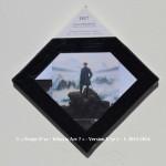 «E'ye: What is art?» I – 1. 9. 2013 - 2014. Photographie argentique de 13 x 17 cm. Découpé et marouflé sur une toile de 20 x 20 cm. Bords en format de diamant noir. Cartel : 1817-18. Caspar FRIEDRICH. Voyageur contemplant une mer des nuages. Huile sur toile. 75 x 95cm. Kunsthalle, Hambourg, Allemagne. Photo: Cybershot800i / wikimedia commons «E'ye: What is art?» I – 1. 9. 2013 - 2014. Analog photography of 5.1 x 6.7 in. Cut and maroufled on a canvas of 7.9 x 7.9 in. Edges in format of diamond, black color. Cartel : 1817-18. Caspar FRIEDRICH. Wanderer above the Sea of Fog. Oil on canvas. 75 x 95cm. Kunsthalle, Hambourg, Germany. Photo: Cybershot800i / wikimedia commons.